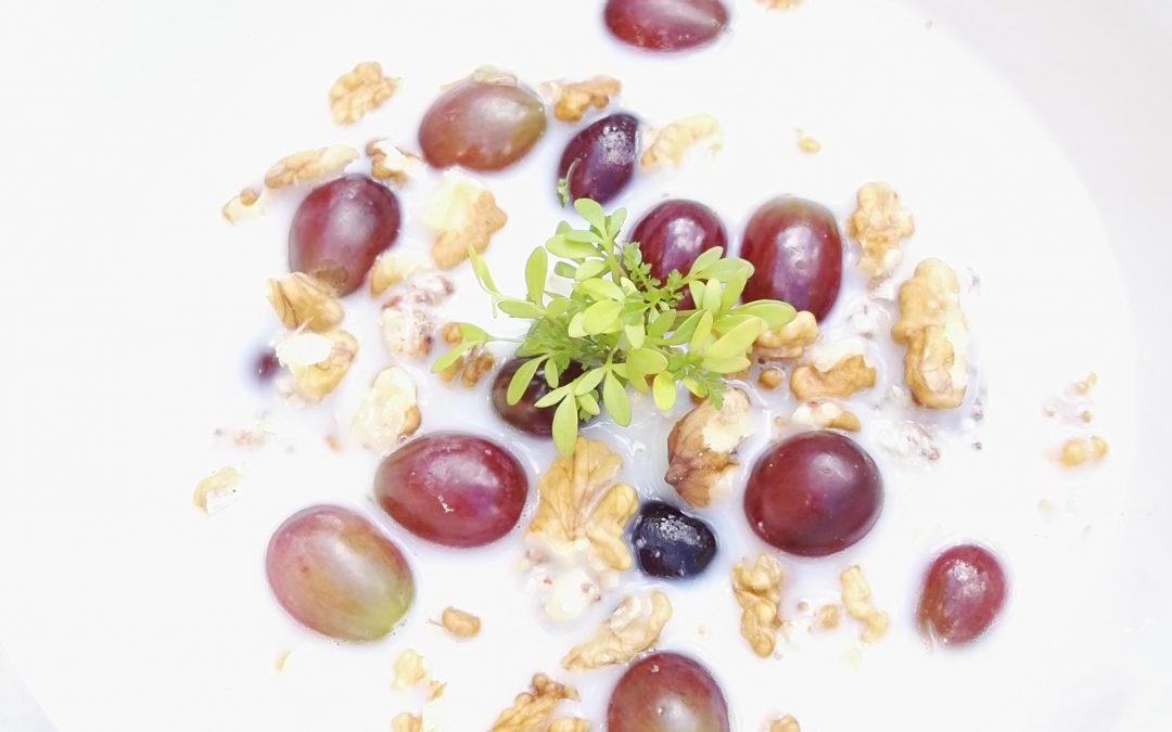 'Overnight' boekweit met amandelpasta en druiven